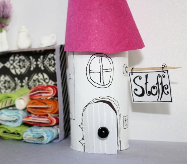 Stoffladen gebastelt aus Toilettenpapierrolle