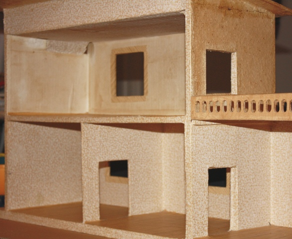 Altes Puppenhaus vor der Renovierung