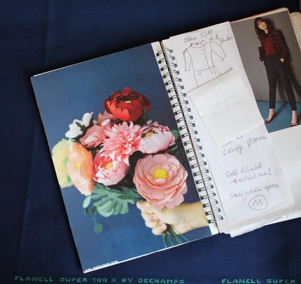 Farbinspiration für selbstgenähte Garderobe in dunkelblau mit farbigen Akzenten wie pink und rot